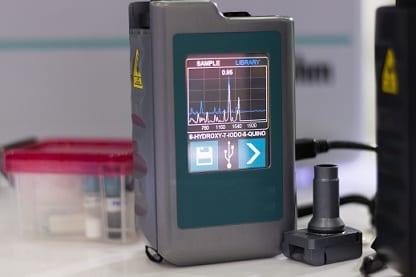 Handleheld spectrometer for chemical analysis
