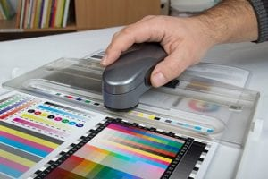 Color control with spectrophotometer