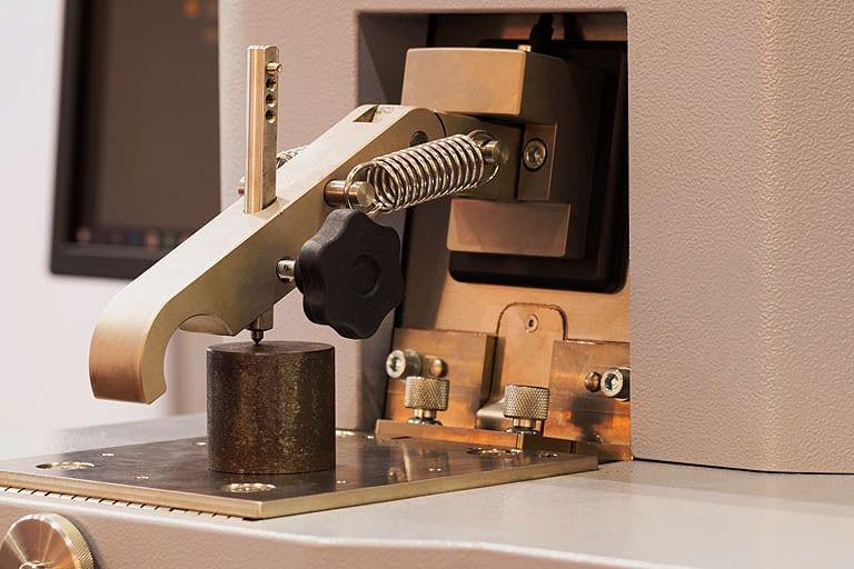 Emissionsspektrometer für die Analyse chemischer Zusammensetzung