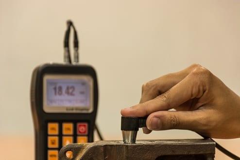 Inspección espesor hierro fundido mediante una prueba de espesor ultrasónica
