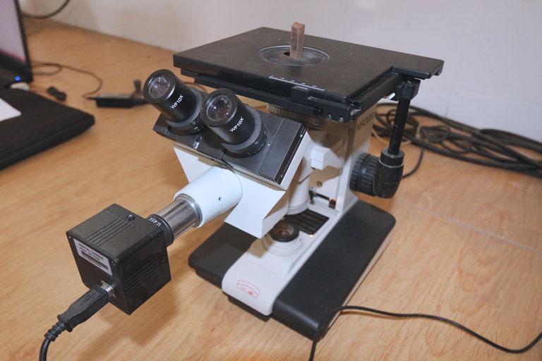 Metallugrisches Mikroskop